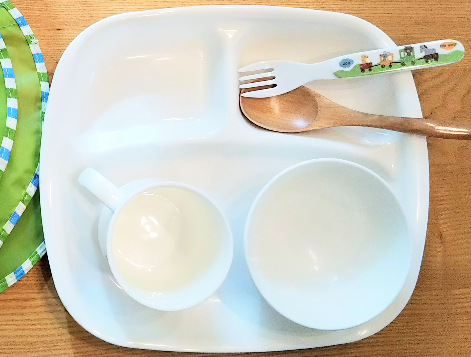 メラミン樹脂の例、子ども用食器