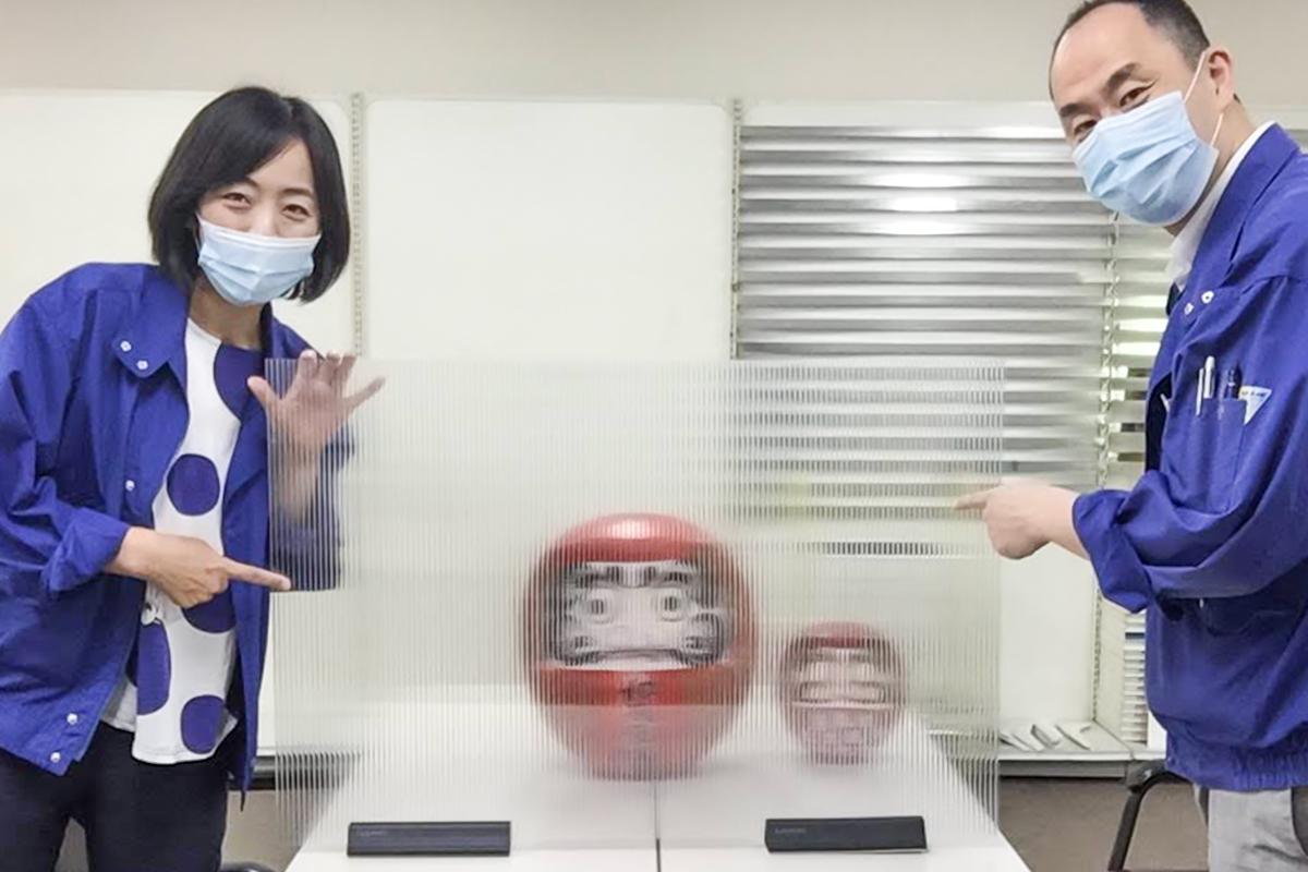 飛沫防止パーテーション完成、今井さんと栗栖さん